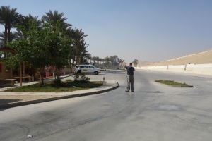 Rick waves to our driver Mohammed and absolutely no one else in the parking lot in Saqqara.