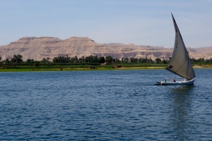 As we headed south, this felucca took a northward--and therefore downstream--route.