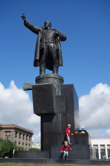 Children play at Lenin's feet.