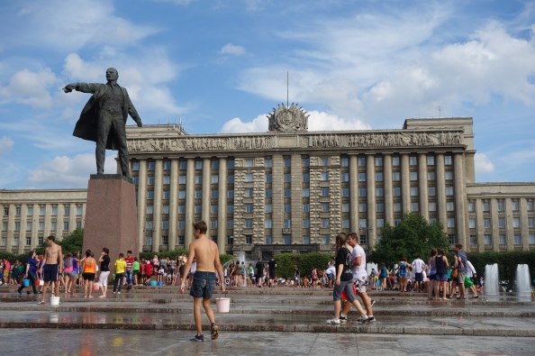 On a hot summer day, there's nothing more fun for local teens than to throw buckets of water on your friends and strangers at Moskovskaya Plaza.