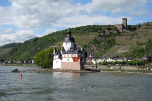 Whether on a hill or on an island in the river, castles populate all parts of the Rhineland.