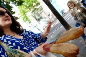 Catherine teaches us how to look for a good baguette.