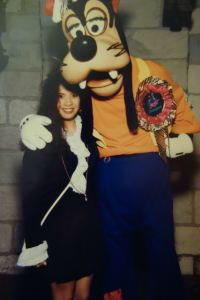 Trying to rock the pirate look with Goofy...and failing.